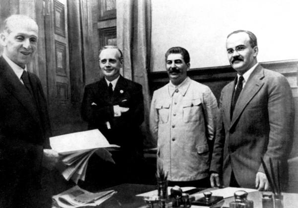 Пакт Молотова Риббентропа - Кратко о договоре, фото, видео
