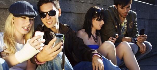 человек с мобильным 5