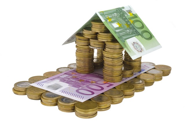 дом из денежных купюр