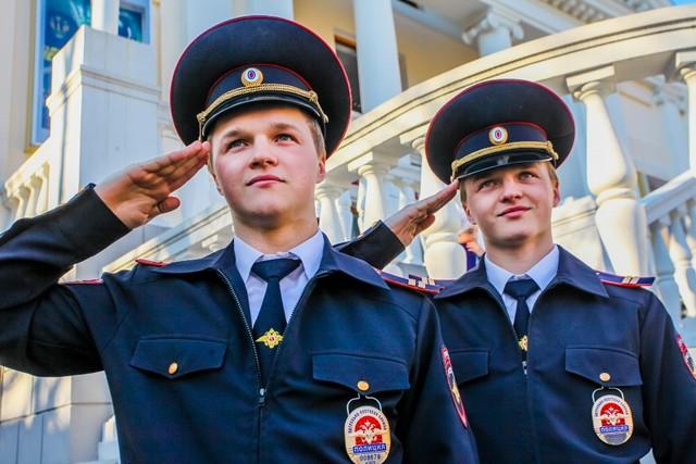 сотрудники полиции при исполнении