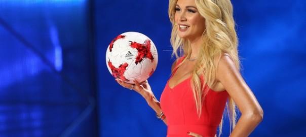 девушка с мячом
