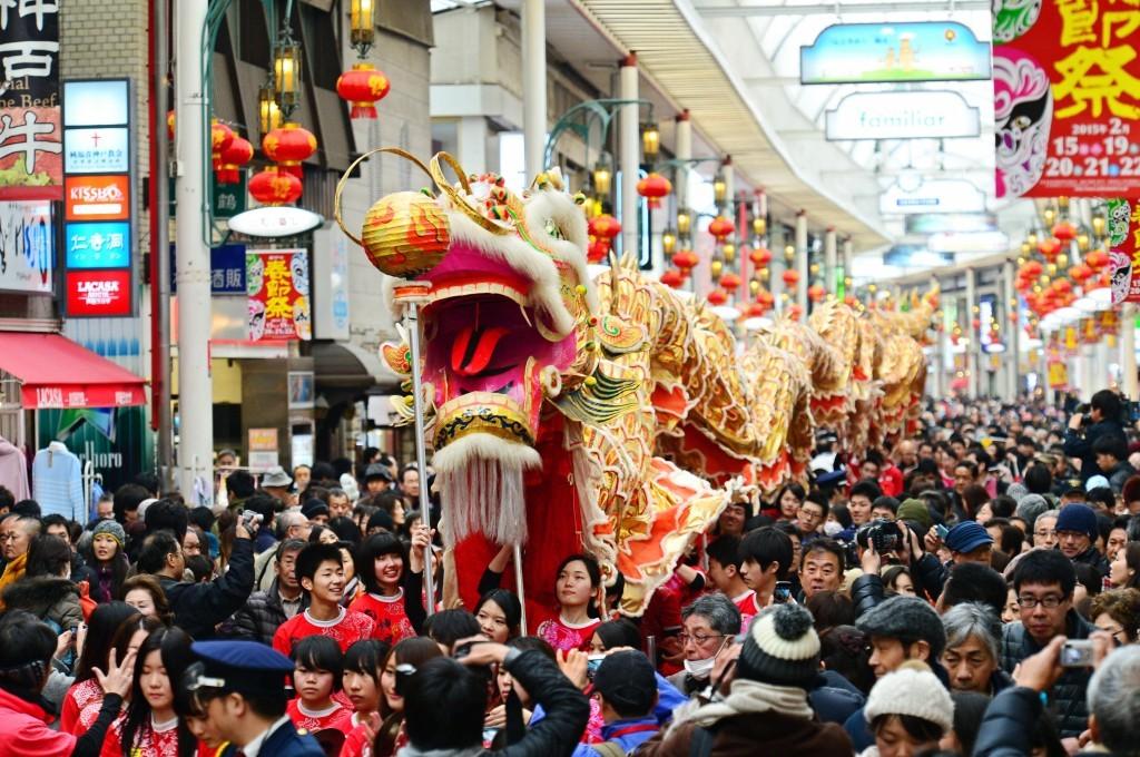 люди на праздник в Китае
